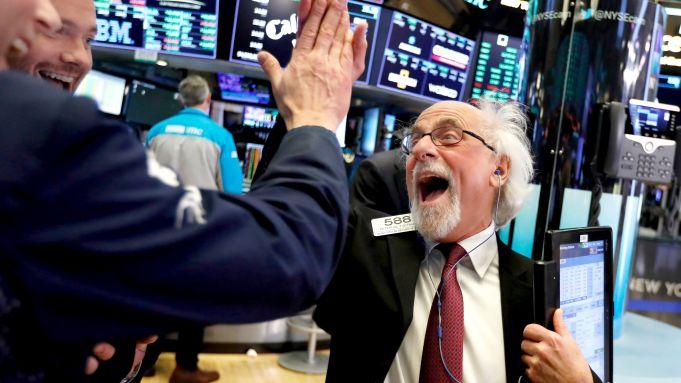 Dow Jones lại lập kỷ lục mới