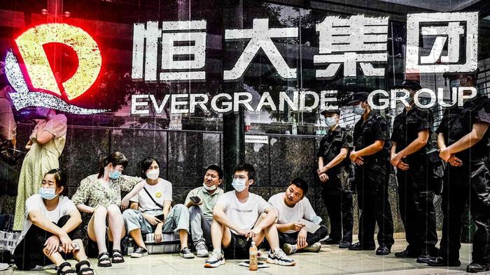 Nỗi sợ về Evergrande kéo chứng khoán toàn cầu rớt mạnh
