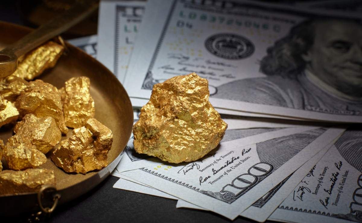 Đồng USD được mua mạnh, giá vàng đuối sức