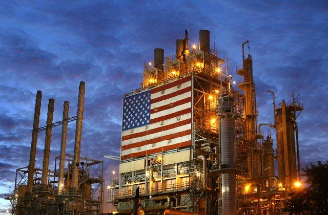Giá dầu hôm nay 14/9: Duy trì đà tăng sau khi chạm đỉnh 6 tuần