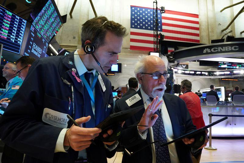 Dow Jones và S&P 500 tăng nhẹ
